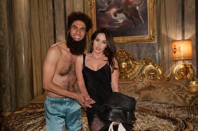 20121226192637-foto-el-dictador-7-587.jpg